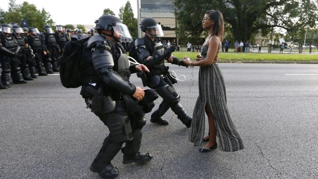 blacklivesmatter-woman-stand-upto-police